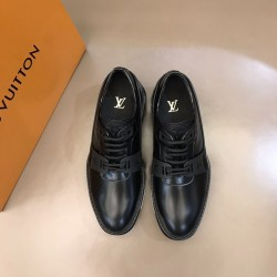 Louis Vuitton Sneakers LU0121